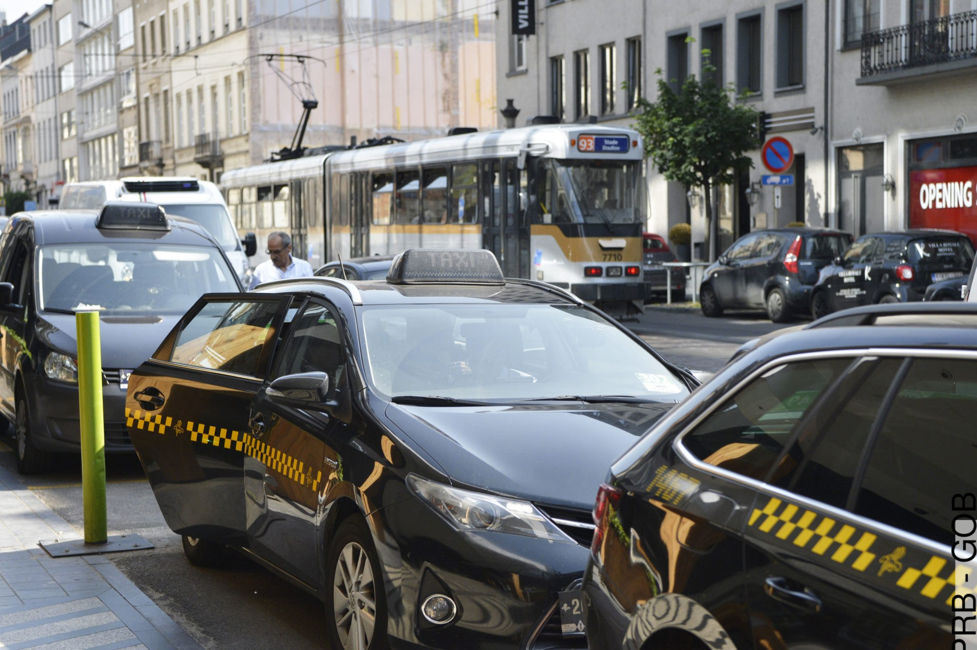 Police in Brussels warn of fake taxi drivers